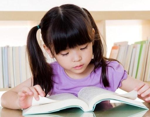 Cha mẹ hãy để con được tìm kiếm thông tin qua những trang sách